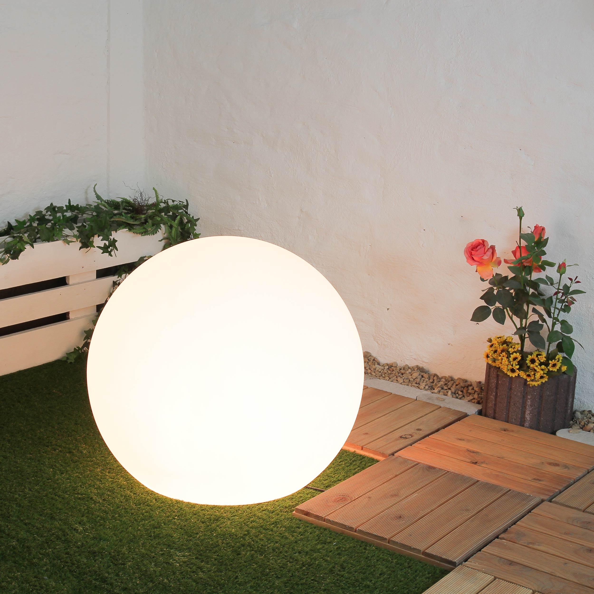 XXL Gartenlampe in Weiß Kugel Schirm Ø80cm