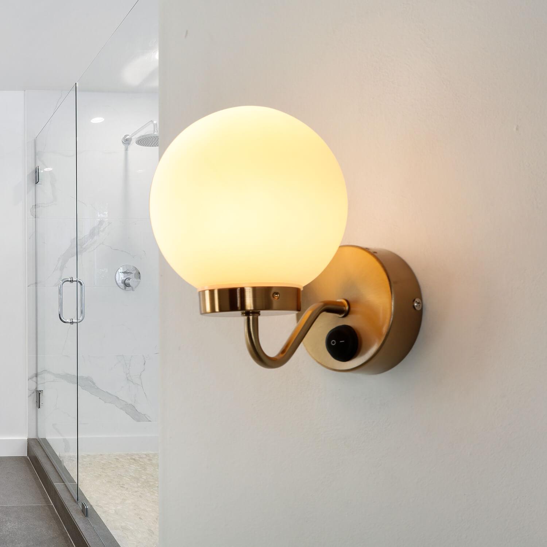 Badezimmerlampe IP44 mit Schalter in Messing Weiß