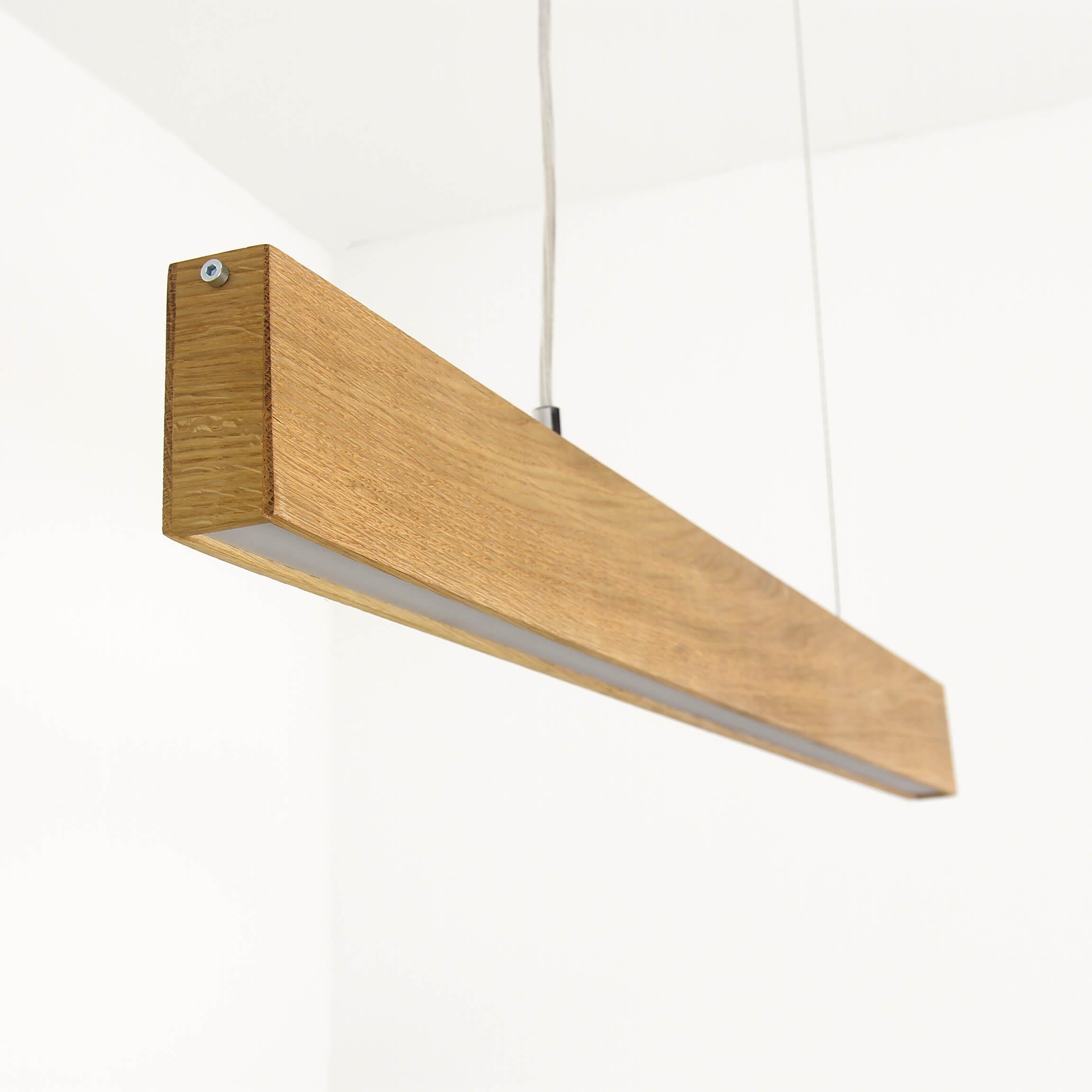 Lange Hängeleuchte Futura aus Holz LED